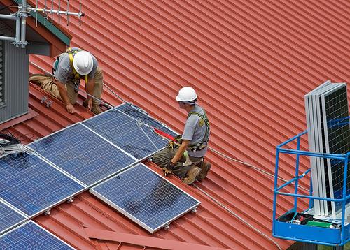 Solcellstödet täcker upp till 20 procent av installationskostnaden för privatpersoner.